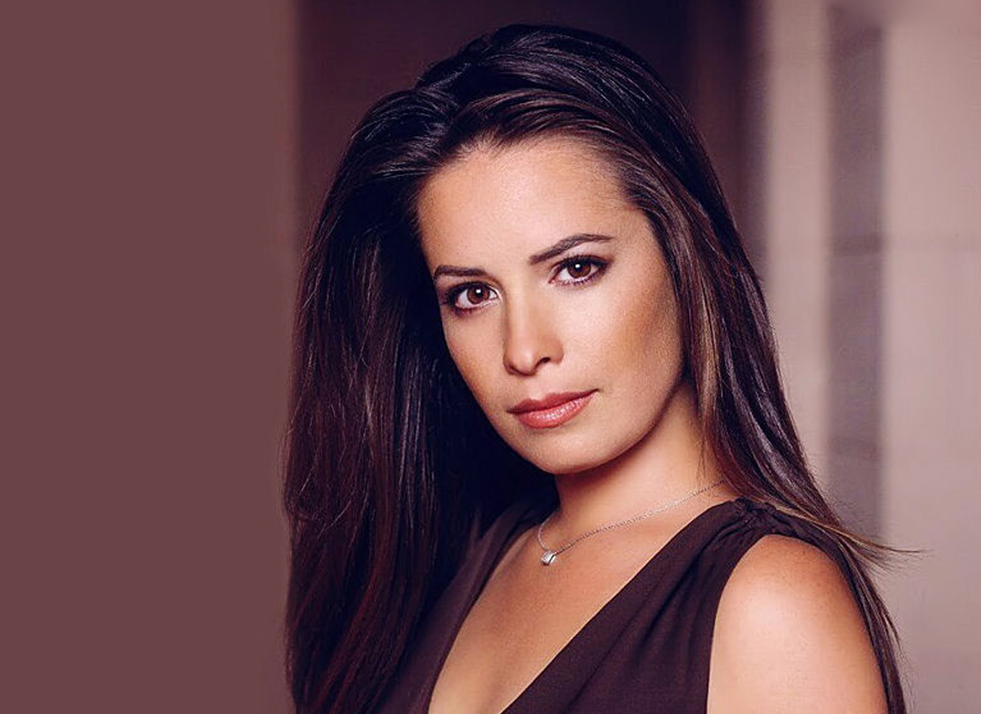 Charming Holly Marie Combs Coming To Wizard World Gazelle Magazine